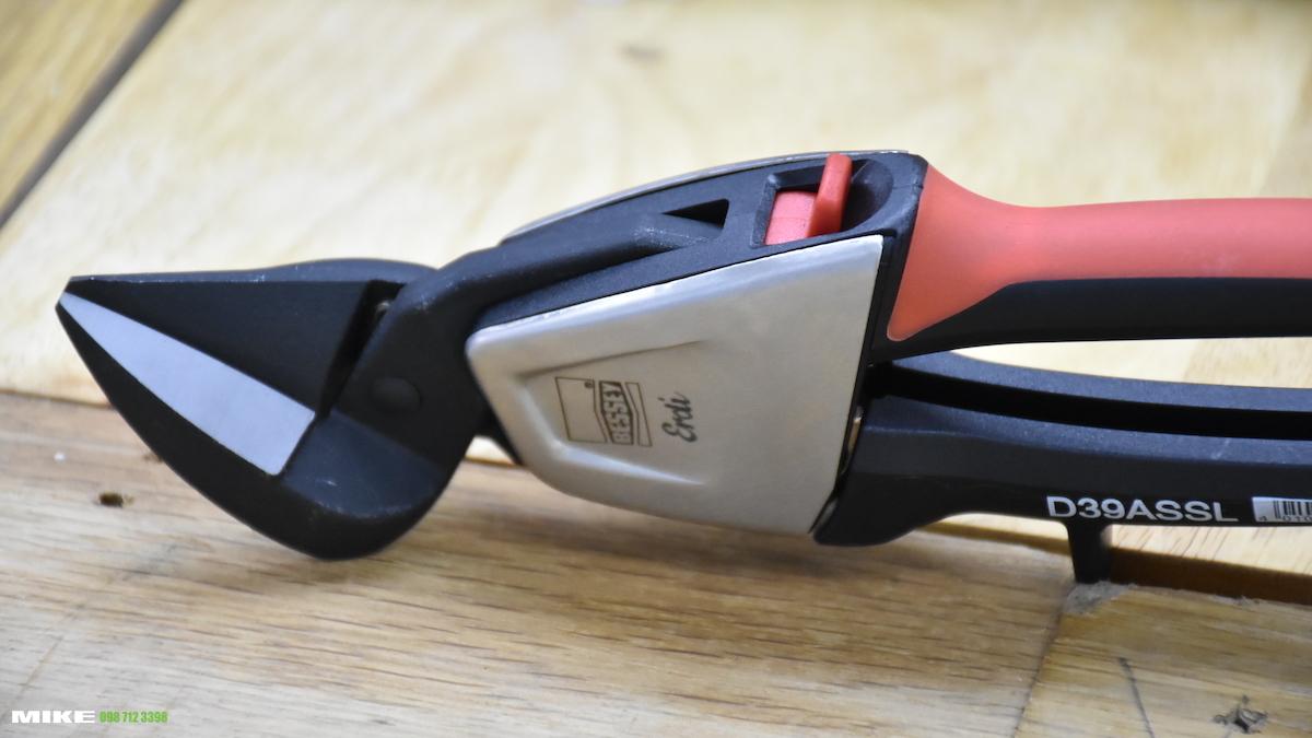 D39ASS Robust technology and an ergonomic design tin snip